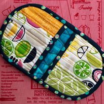 """Best Free sewing tutorials pot holders Suggestions DIY - Squeezy Potholder Not to be confused with the """"cheesy potholder"""" the squeezy potholder is m Small Sewing Projects, Sewing Hacks, Sewing Tutorials, Sewing Crafts, Sewing Tips, Video Tutorials, Sewing Ideas, Potholder Patterns, Quilt Patterns"""