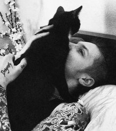 What is more cute than Andy Biersack... Andy Biersack with a kitten!
