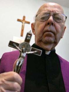 Image copyright                  Getty Images Image caption                                      Amorth se convirtió en el exorcista de Roma en 1985.                                Dedicó su vida a luchar contra el demonio. No es una exageración. El sacerdote Gabriele Amorth, probablemente el exorcista más famoso del mundo, falleció de una afección pulmonar este viernes en Roma a los 91 años de edad. A lo largo de un periodo de 30 año
