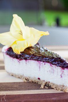 (Eugene, Oregon USA) Sweet Life Patisserie: #Vegan Blueberry Cheesecake