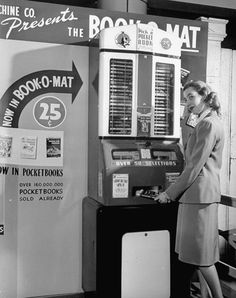 From a 1947 Life magazine article comes these vintage photographs of beautiful coin-operated machines. Features coffee, popcorn and book-dispensing devices. Books And Tea, I Love Books, Good Books, Books To Read, Buy Books, Drive In, Nasa, Vintage Library, Pocket Books