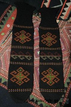 Georgian socks, decorated with inlaid yarn. Wool Socks, Georgian, Crochet Stitches, Folk Art, Knitting, Sweaters, Handmade, Fashion, Socks