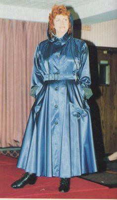 Rubber Raincoats, Beautiful Old Woman, Pvc Raincoat, Naha, Raincoats For Women, Fashion Project, Future Fashion, Rain Wear, Color Stripes