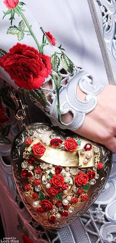 Dolce & Gabbana Fall 2015 RTW aww in love with the clutch