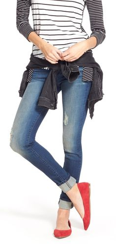 Super cute rolled skinny jeans! Wear them with colored flats, a casual striped T, and a jacket around the waist for a chic weekend look. Casual and comfortable!