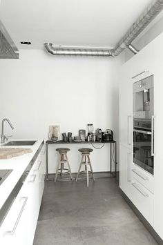 OUI.OUI via Bo Bedre   Photo Pernille Kaalund all about the concrete floor!