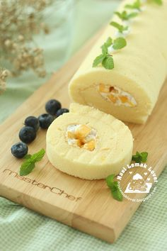 I don't know how long that i did not bake a Swiss Roll. Today just thinking to make one. Since i only have mango, so just use it to make t...