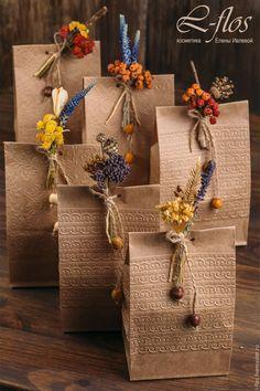 Купить Подарочная упаковка с бутоньеркой из сухоцветов - комбинированный…