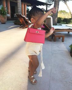 On Monday Kylie Jenner shared a video of her little girl, aged one, walking down a flight of stairs by a swimming pool with the help of her father Travis Scott. Kylie Jenner, Jenner Kids, Jenner Family, Kardashian Jenner, Kourtney Kardashian, Travis Scott, Kylie Travis, Hermes Kelly Bag, Kardashian Family