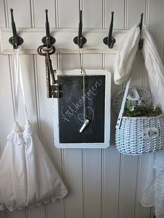 <3, such a cute entry way or mud room