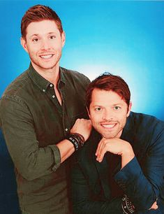 Jensen Ackles and Misha Collins Jensen Ackles Jared Padalecki, Jensen And Misha, Supernatural Convention, Supernatural Memes, Misha Collins, Dylan Everett, Jo In Sung, Dean And Castiel, Dean Winchester