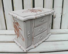 Large Vintage Jewellery Box Painted in Antoinette Pink With Stencilled Copper Bees Painted Jewelry Boxes, Painted Boxes, Vintage Jewellery, Jewellery Box, Polka Dot Fabric, Storage Compartments, Home Decor Items, Bees, Storage Chest