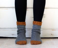 Cottage Socks - Knitting Tutorial — Hooked On Tilly The Cottage socks are finally here! So, I have to start out by saying, if you have never knit socks before this is your chance. I'M NOT KIDDING. Cable Knitting Patterns, Knit Patterns, Free Knitting, Sock Knitting, Knitting Charts, Stitch Patterns, Tube Socks, Knitting Books, Patterned Socks