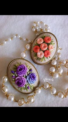 Sandra Bernardo's media content and analytics Simple Hand Embroidery Patterns, Ribbon Embroidery Tutorial, Hand Embroidery Videos, Embroidery Jewelry, Hand Embroidery Designs, Brazilian Embroidery, Fabric Jewelry, Creations, Textiles