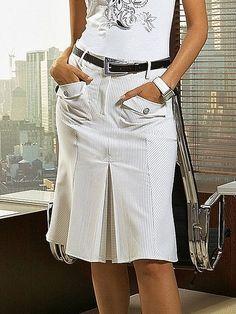 Moda anti-idade: 43 modelos de saia para a primavera Girly Outfits, Skirt Outfits, Dress Skirt, Casual Outfits, Swag Dress, Pleated Skirt, Dress Shoes, Casual Chic, Cute Skirts