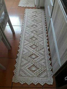 Crochet Table Topper, Crochet Table Runner Pattern, Crochet Doily Rug, Crochet Rug Patterns, Crochet Carpet, Crochet Dollies, Crochet Tablecloth, Filet Crochet, Crochet Designs