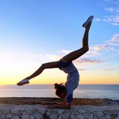 Want some Free Yoga Exercises? - Want some Free Yoga Exercises? all yoga asanas with names and pictures Poses Gimnásticas, Dance Poses, Yoga Dance, Dance Photography Poses, Gymnastics Photography, Yoga Inspiration, Yoga Training, Weight Training, Yoga Photos