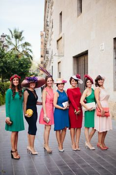 All kinds of vintage evening party cocktail dress . Races Fashion, Fashion Outfits, Wedding Guest Looks, Church Fashion, Cocktail Outfit, Fancy Hats, Casual Wedding, Bridesmaid Dresses, Wedding Dresses