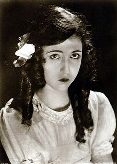 Dorothy Gish (1898 - 1968) Sister of Lillian Gish, Dorothy often starred with Lillian in early films. While Lillian was a serious actress, Dorothy was a comedienne.  Dorothy starred a series of wildly popular films under the D.W. Griffith' supervised films for Triangle-Fine Arts and Paramount from 1918 to 1920.Gish died of pneumonia in 1968.