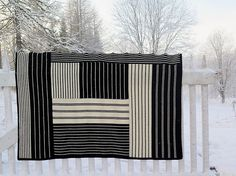 Moderne Log Cabin blanket, pattern by Kay Gardener (interpreted & worked here by mustaavillaa). A *knit* pattern, but easily done in crochet. #afghan #throw