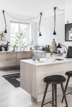 60 Awesome Scandinavian Kitchen Decor and Design Ideas - InsideDecor Modern Scandinavian Interior, Scandinavian Interior Design, Scandinavian Kitchen, Interior Design Kitchen, Minimalist Scandinavian, Minimalist Kitchen, Room Interior, Kitchen Furniture, Kitchen Decor