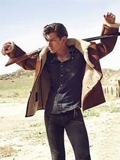 Al holding a gun oh my gosh that's the sexiest site I've ever seen