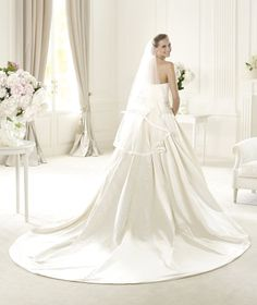 Pronovias presents the Ulla bridal dress, Costura 2013. | Pronovias