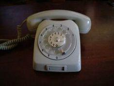 Telefone antigo - entrei numa fila quilometrica, fui pagando as prestações e esperei 2 anos para instalar meu primeiro telefone