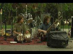 Sitar y tabla: música tradicional de la India... en el Festival de la Suegra - YouTube