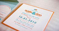 Modelo de convite de casamento tipografia, laranja e azul, bicolor do site Wedding Chicks.