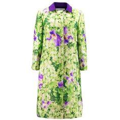 Preowned Oscar De La Renta Silk Printed Coat ($1,128) ❤ liked on Polyvore featuring outerwear, coats, green, button coat, green coat, lightweight coat, oscar de la renta coat and floral coats