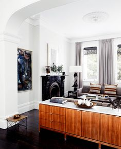 Luxury Home Tour: Historical Sydney Terrace | Belle Victorian Terrace House, Victorian Living Room, Victorian Homes, Kitchen Cabinet Door Styles, Salons Cosy, Living Room Cabinets, Melbourne House, Australian Homes, Cozy Living Rooms