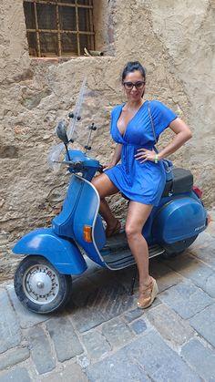 (notitle) - Vespa e Lambretta Ladys - Best Motorrad - Motos Piaggio Vespa, Scooters Vespa, Motor Scooters, Lambretta Scooter, Scooter Girl, Vespa Girl, Motard Sexy, Vespa 125, Biker Girl