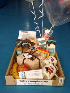 Cute Couple Gifts, Cute Gifts, Snack Box, Lunch Box, Gift Hampers, Gift Baskets, Ideas Desayunos, Fruit And Veg Shop, Breakfast Basket