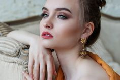 These fast makeup tips are suited for busy women Diy Beauty, Beauty Women, Beauty Makeup, Beauty Tips, Beauty Uk, Gold Makeup, Beauty Ideas, Beauty Secrets, Makeup Looks