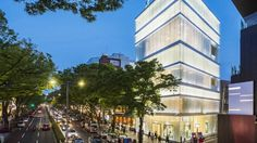 Aoyama's main thoroughfares are renowned for high-end fashion houses. Tokyo Style, Tokyo Design, Style Guides, Houses, Japan, Writing, Mansions, House Styles, Pictures