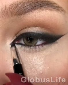 Asian Eye Makeup, Purple Eye Makeup, Makeup Eye Looks, Eye Makeup Art, Smokey Eye Makeup, Skin Makeup, Eyeshadow Makeup, Edgy Eye Makeup, Eyebrow Makeup Tips
