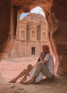 A tour to discover two of Israel's most important cities and the main highlights of Jordan. If you only have one week available, this is the right guide for you! Reading Buses, Hotel Airbnb, Bus Number, Roman Theatre, Visit Israel, Old Train Station, Jordan Travel, Time To Leave, Best Sunscreens