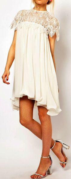 Half white embriodery pleated chiffon dress