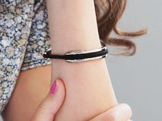 Hair tie bracelet. What a good gift idea!