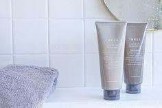 features011_1_image_1 Feminine Hygiene, 1 Image, Hand Cream, Skin Care Tips, Packaging Design, Serum, Shampoo, Essential Oils, Fashion Photography