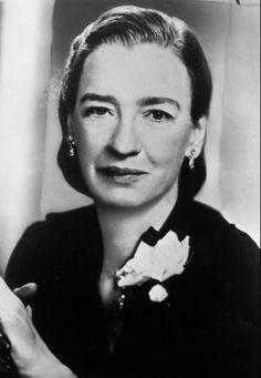 Grace Hopper became one of the 1st people to program #computers in WWII…