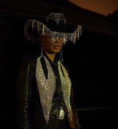 Solange rhinestone cowboy hat oc liberty in 2019 шляпа, мода Cowboy Chic, Cowboy Girl, Cowboy Hats, Black Women Fashion, Look Fashion, Fashion Outfits, Womens Fashion, Fashion Boots, Fashion Fashion