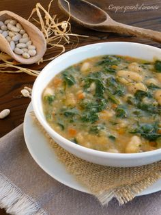 Zuppa bietole e fagioli Veggie Recipes, Soup Recipes, Vegetarian Recipes, Cooking Recipes, Healthy Recipes, Confort Food, Italy Food, Warm Food, Healthy Cooking