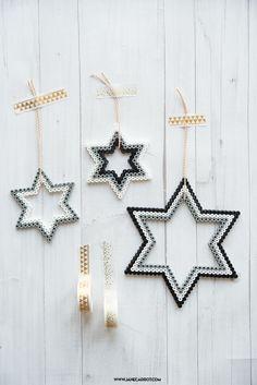 Bügelperlen Sterne für Weihnachten schnell selbst basteln, Zeitaufwand: 15 Minuten - ruck zuck mit den Bügelperlen Resten der Kinder gezaubert.