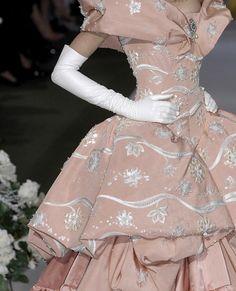 John Galliano for Christian Dior Fall Winter 2007 Haute Couture Dior Haute Couture, Style Couture, Couture Fashion, Christian Dior, Dior Fashion, Runway Fashion, 1950s Fashion, Vintage Fashion, Beautiful Gowns