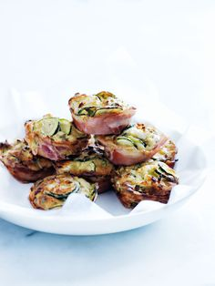 pancetta, zucchini and feta muffins ♡ INGREDIENTS 1 tablespoon extra virgin olive oil 1 small brown onion, finely chopped 2 cloves garlic, crushed zucchini (courgette), thinly sliced . Savory Muffins, Zucchini Muffins, Cooking Recipes, Healthy Recipes, Healthy Tips, Keto Recipes, Savoury Baking, Appetisers, Food Inspiration