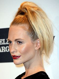 Love Her Hair!   POPPY DELEVINGNE   Full disclosure: We weren't sure whether this look was amazing in a good way or a bad way. But after careful consideration – and checking out the pony from all angles – we decided it's kind of a fun look. For girls night out, that is (men would so not appreciate the hairstyle).