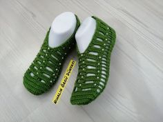 Crochet Slipper Pattern, Knitted Slippers, Crochet Baby, Eminem, Baby Shoes, Girls Dresses, Gifts, Clothes, Youtube