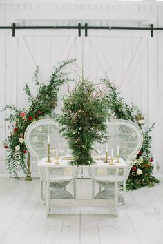 Photography: http://www.ellenashton.com/   Floral design: http://www.katefoleydesigns.com/   Wedding venue: http://thewhitesparrowbarn.com   Read More: https://www.stylemepretty.com/vault/image/5852841